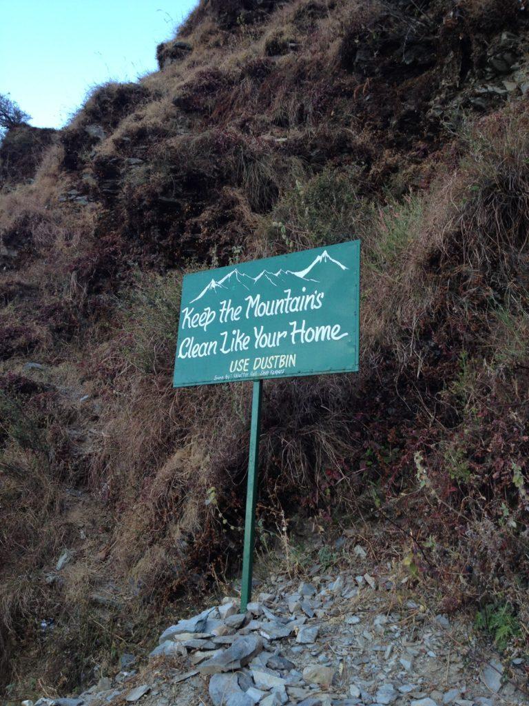 ダラムサラの滝へ観光